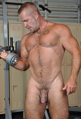 theguysite-adam-rogue-looking-sexy-in-the-gym
